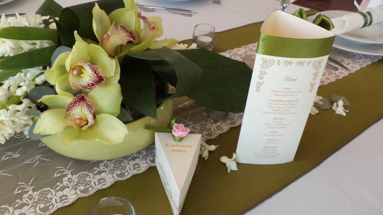 olivazold-csipkes-asztali-futoj
